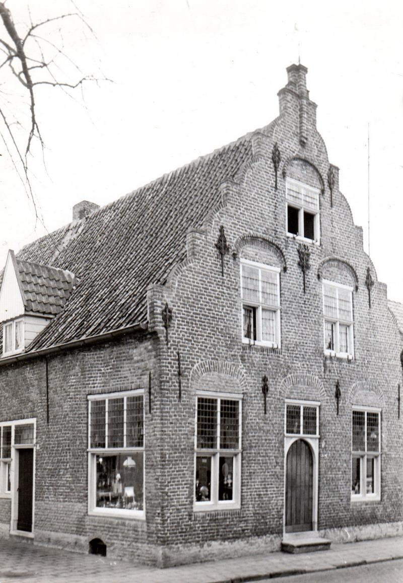 Cultureel brabant cubra tilburgs dialect pierre van beek heemkunde - Tijdschriftenrek huis van de wereld ...